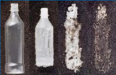 Polímero sendo biodegradado ao longo do tempo.