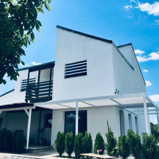Casa eco-pasivă izolată cu paie, România