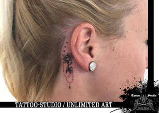 Blume mit Kette & Sterne hinterm Ohr Tattoo/Flower With Chain & Stars Behind The Ear Girly Tattoo