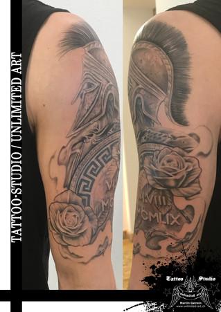 Spartaner mit Schild & Rosen Oberarm Tattoo /Spartan With Shield & Roses Upper Arm Tattoo