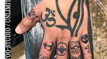Handrücken Tattoo / Ägypitisches Auge Tattoo / Auge des Ra Tattoo / Symbole auf Finger Tattoo