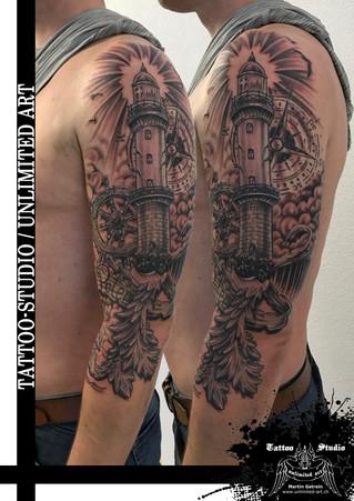Black & Grey Tattoo / Leuchtturm, Steuerrad, Kompass & Banner mit Barock-Muster Tattoo