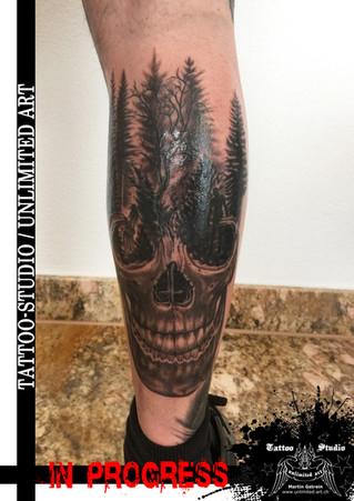 Totenkopf mit Wald Tattoo / Skull with Forest Tattoo / IN PROGRESS