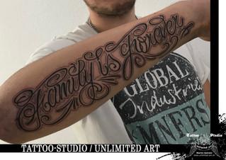 Schriftzug Tattoo / Familie ist für immer Tattoo // Lettering Tattoo / Family Is Forever Tattoo