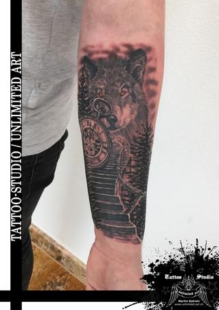 Black & Grey Tattoo / Taschenuhr & Wolf Tattoo