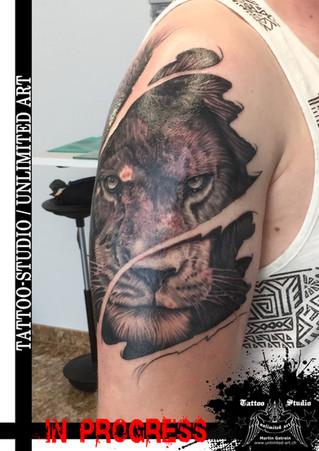 Löwenkopf realistisch Tattoo  / Lion Head Tattoo (IN PROGRESS)