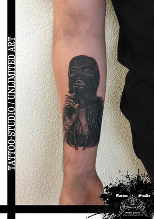 Böses Mädchen mit Pistole Tattoo / Bad Girl With Gun Tattoo