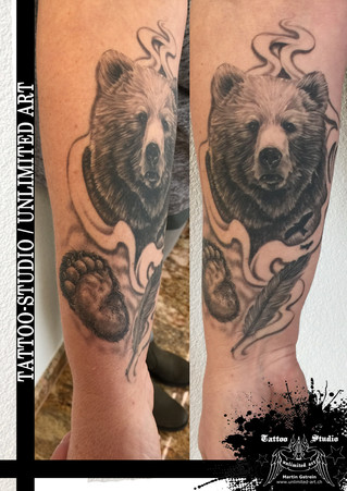 Black & Grey Tattoo / Bär (entatze) mit Feder Tattoo / Bear (paw) with Feather Tattoo
