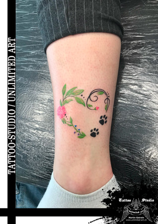 Schnörkel, Blumen mit Blätter & Katzenpfoten Tattoo