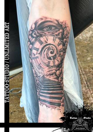Himmelstreppe mit Uhr Tattoo / Stairway To Heaven With Clock Tattoo