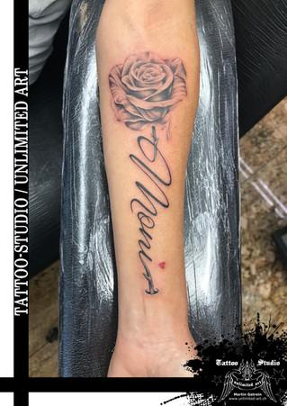 RIP Tattoo / Rose mit Name Tattoo / Erinnerung Tattoo // Forearm Tattoo / Rose With Name Tattoo