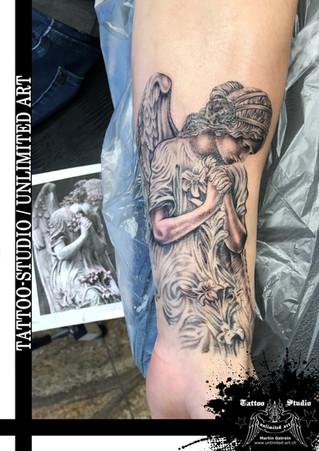 Betender Engel Realistik Tattoo / Praying Angel Realistic Tattoo / Black and Grey Tattoo