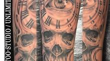 Realistisch Biomechanik Totenkopf mit Auge & Uhr Unterarm Tattoo/Realistic Biomechanics Skull Tattoo