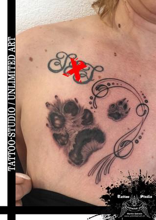 Hundepfote & Schnörkel Realistic Tattoo