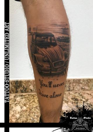 Andenken Tattoo / R.I.P. Tattoo / Auto Citroen 2cv Ente Realistik Tattoo / Keepsake Tattoo