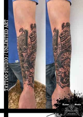 Black & Grey Tattoo / Taschenuhr,Rosen & Barocke Muster Tattoo
