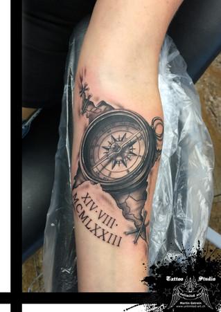 Realistisch Kompass Tattoo / Realistic Compass Tattoo