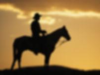 Photo d'illustration ambiance western homme sur son cheval au soleil couchant. Club de cours danse country et danse en ligne à Limal
