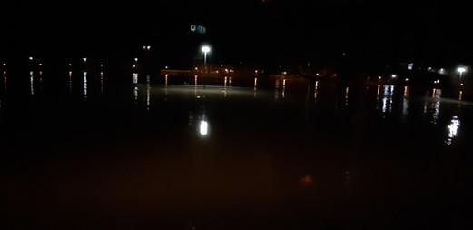 Hochwasser bei Nacht