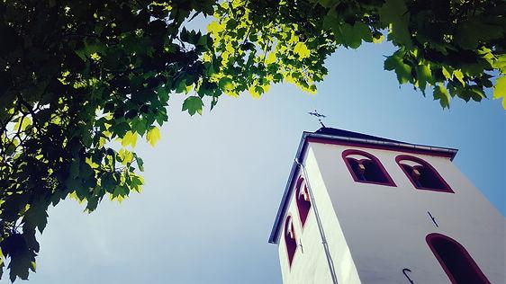 Baum und Kirchturm am 9.5.2021 by Conny