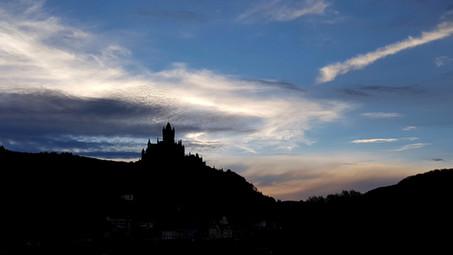 Burg am Abend
