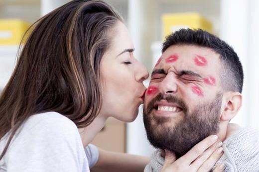 Tiempo dedicado a los besos en una vida.