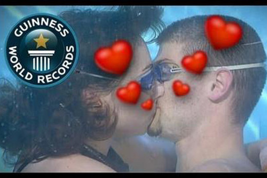 El beso más largo bajo el agua (respirando boca a boca).