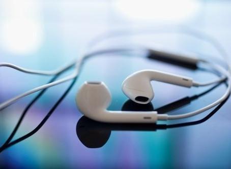 """Pandora Helps Apple Sell More Music"""