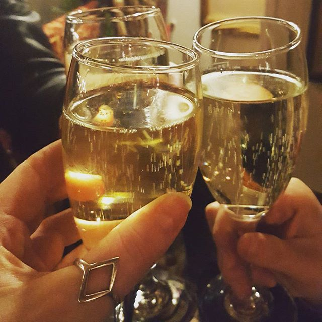 Crazy indulgent weekend but totally worth it 🖒🍷_#girlsnight #drunk #drinks #prosecco