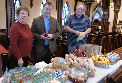 Christ Church Newton feeds people in need through the Sunday Brunch in a Bag program.