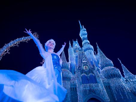 """O Castelo da Cinderela congelado com """"A Frozen Holiday Wish"""""""