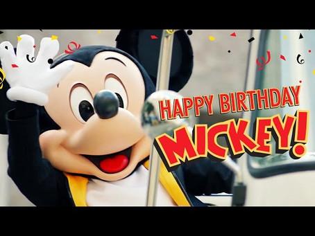 Mickey percorre o mundo para celebrar seu aniversário.