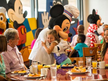 Marcando refeições com personagens Disney.