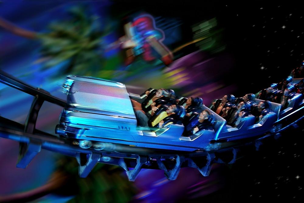Rock 'n' Roller Coaster. Difícil é ver essas imagens lá dentro rsrs.