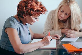 deux femmes en réunion