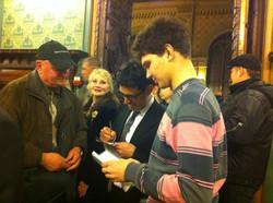 Firmando autografi a Odessa