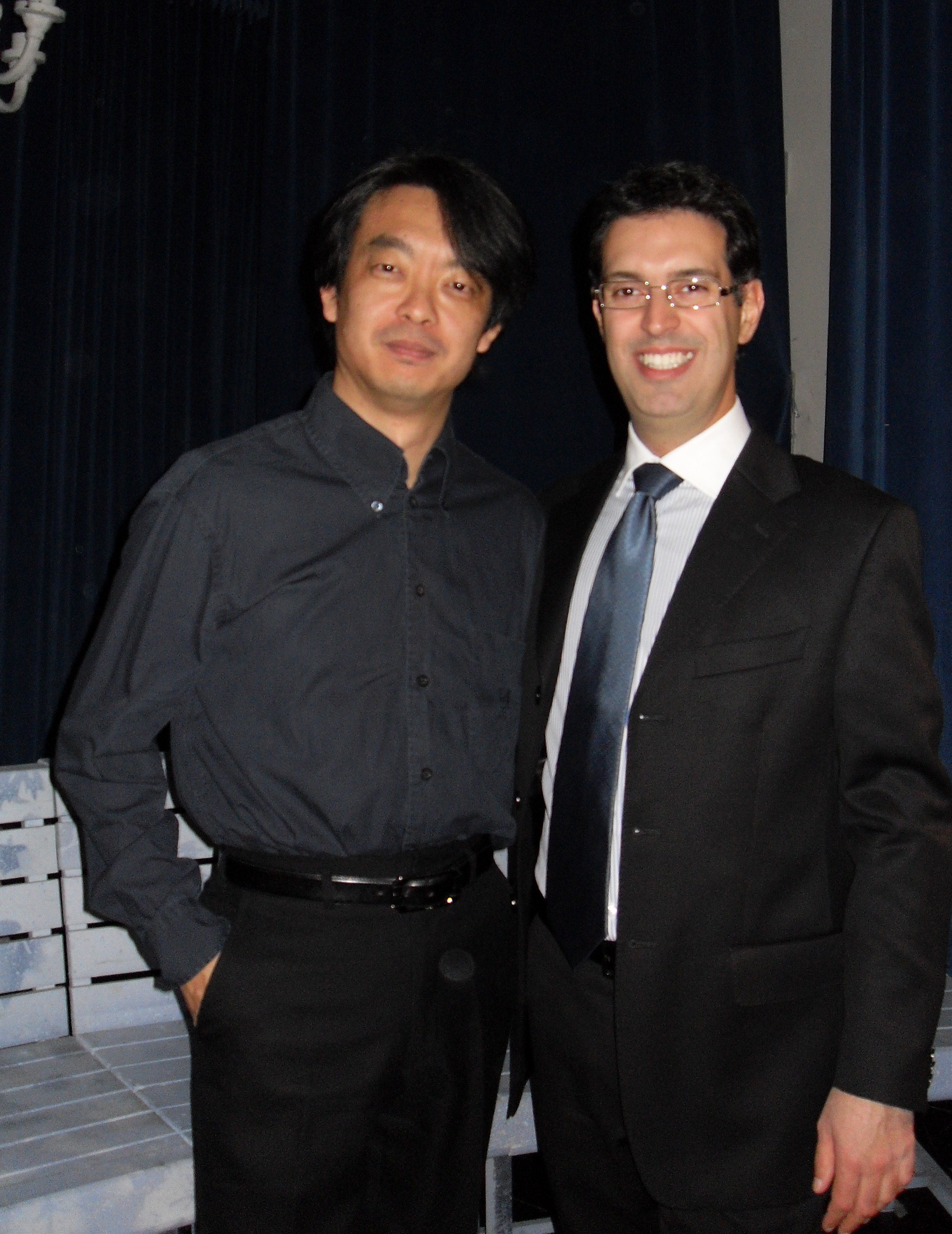 Con Hirofumi Yoshida