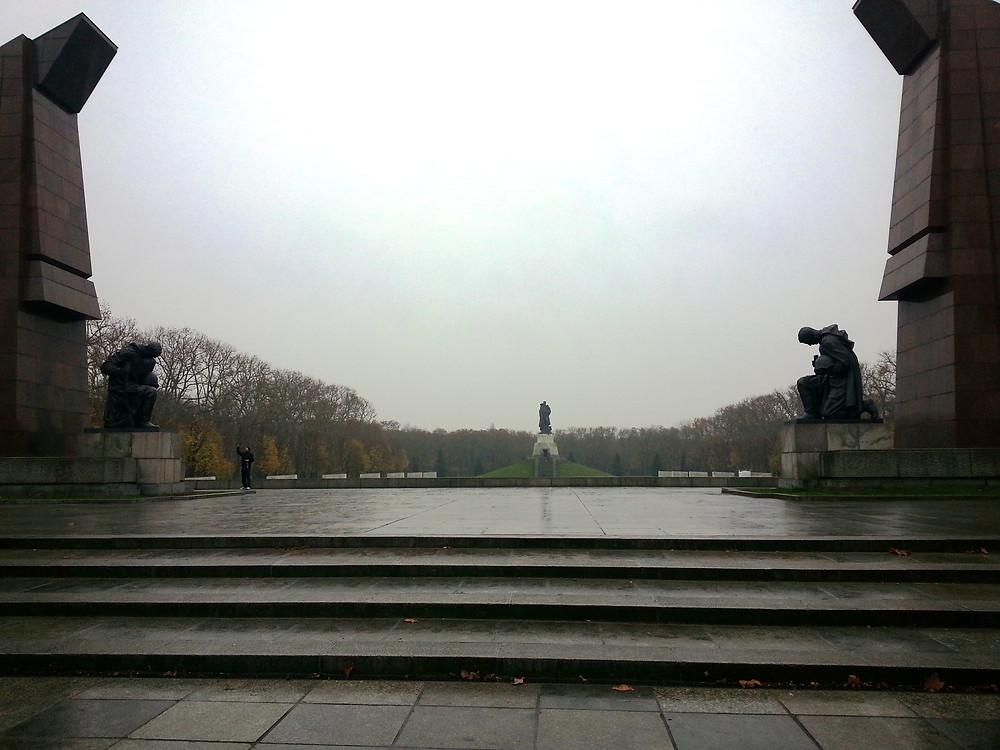 האנדרטה הסובייטית בטרפטאואר