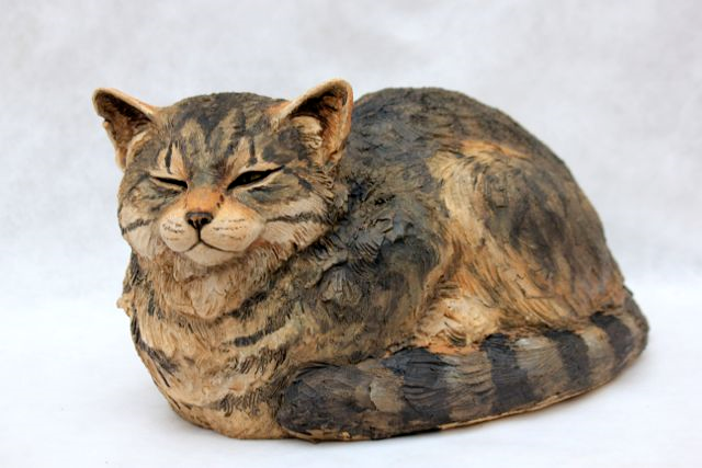 Animal Sculpture - Cat crouched