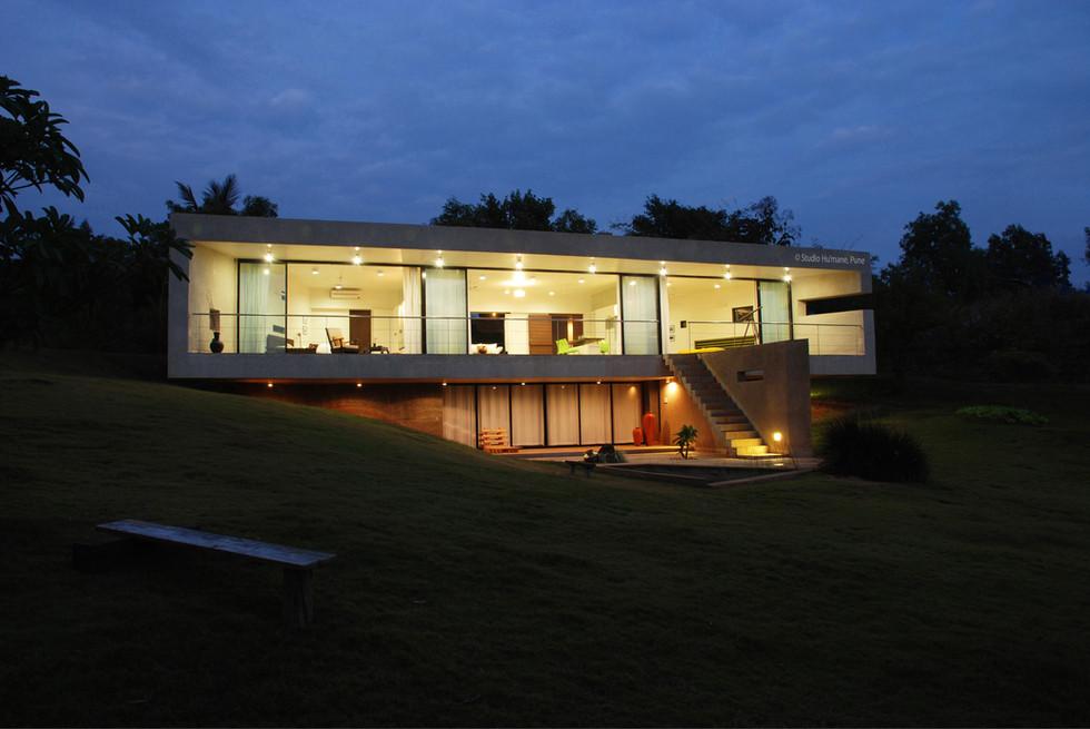 16 - the house in twilight (2).jpg