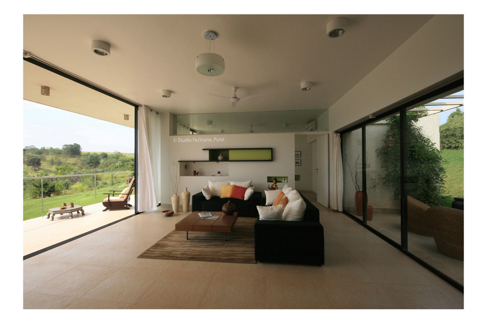 5 - living space between entrance verand