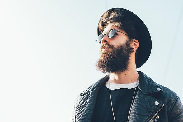 Bearded Hipster med lue og solbriller