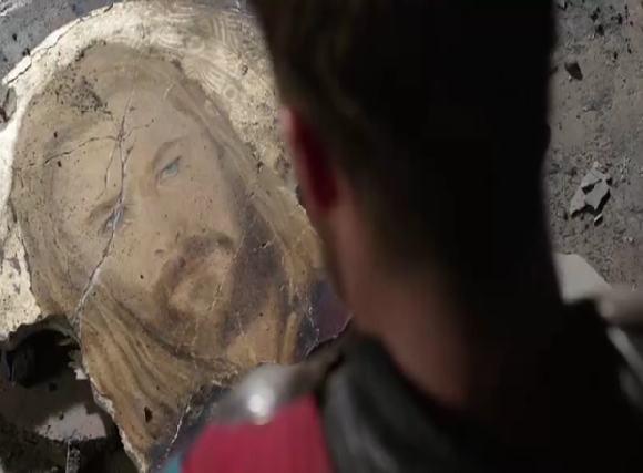 Thor vendo seu retrato quebrado