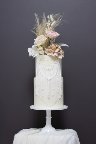 macrame details wedding cake