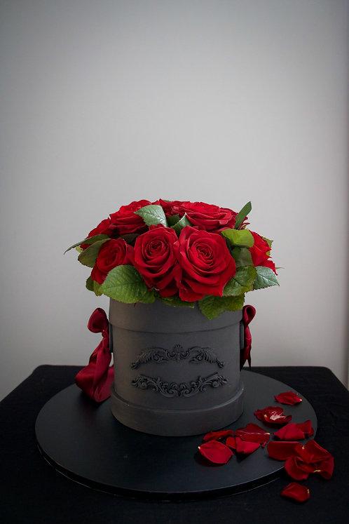 Valentine's fresh roses basket cake