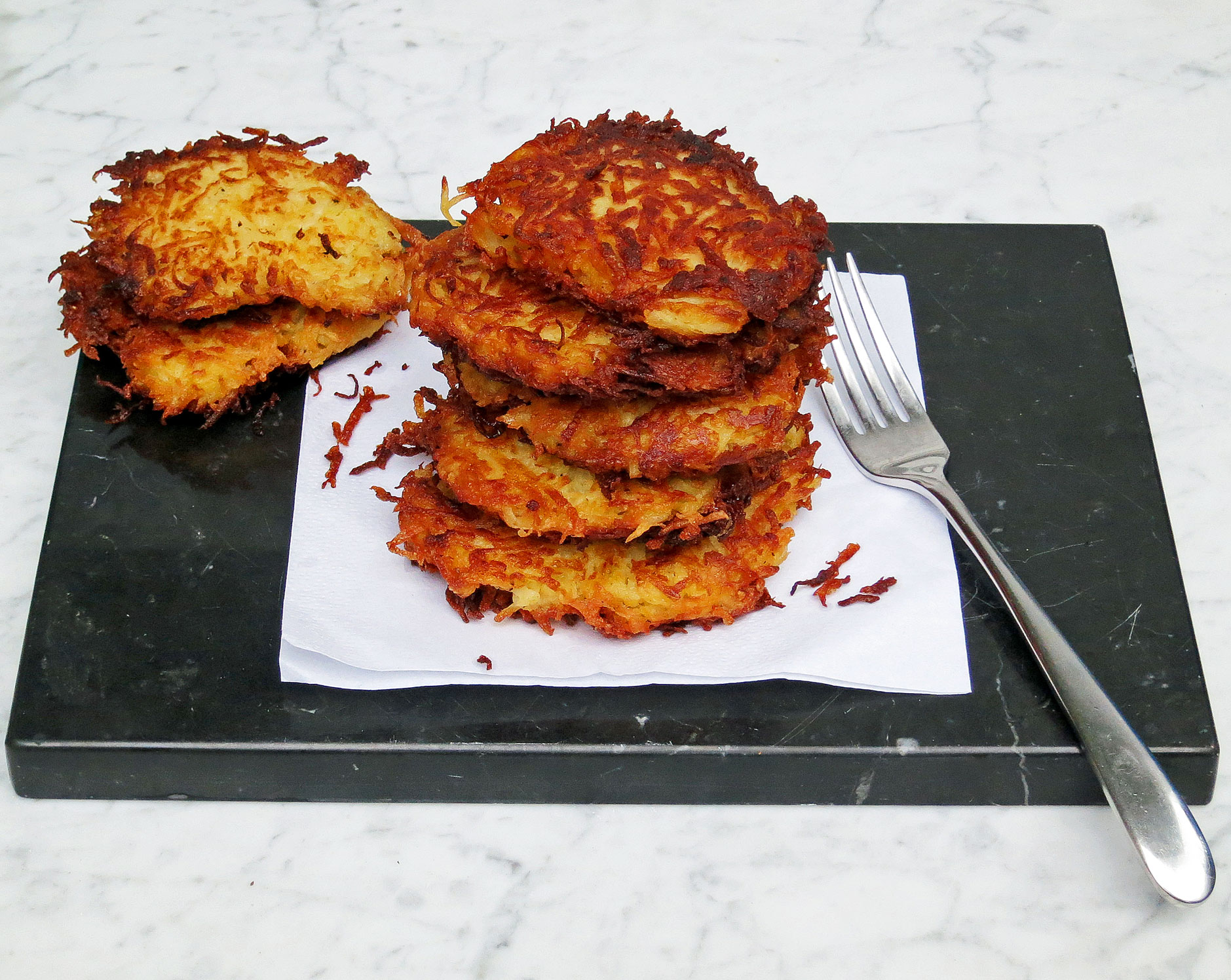 Potato latkes (potato cakes)