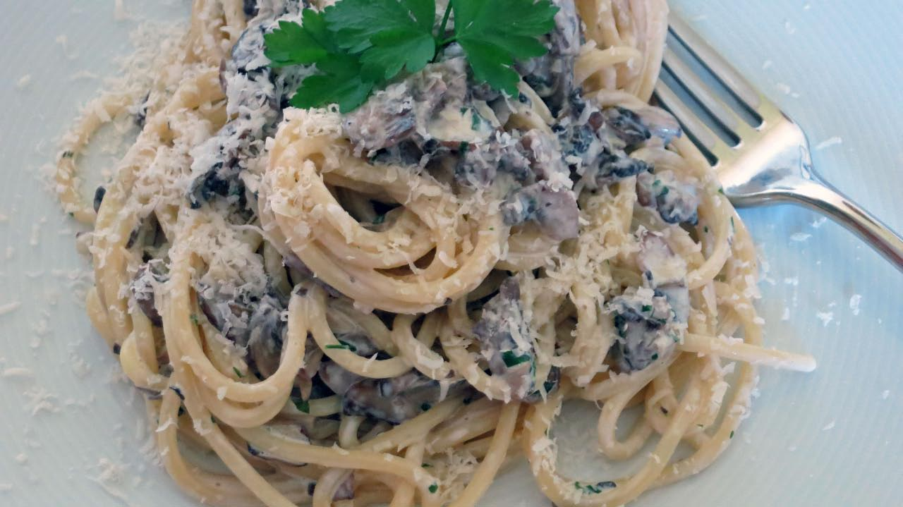 Chestnut mushroom and  cream pasta