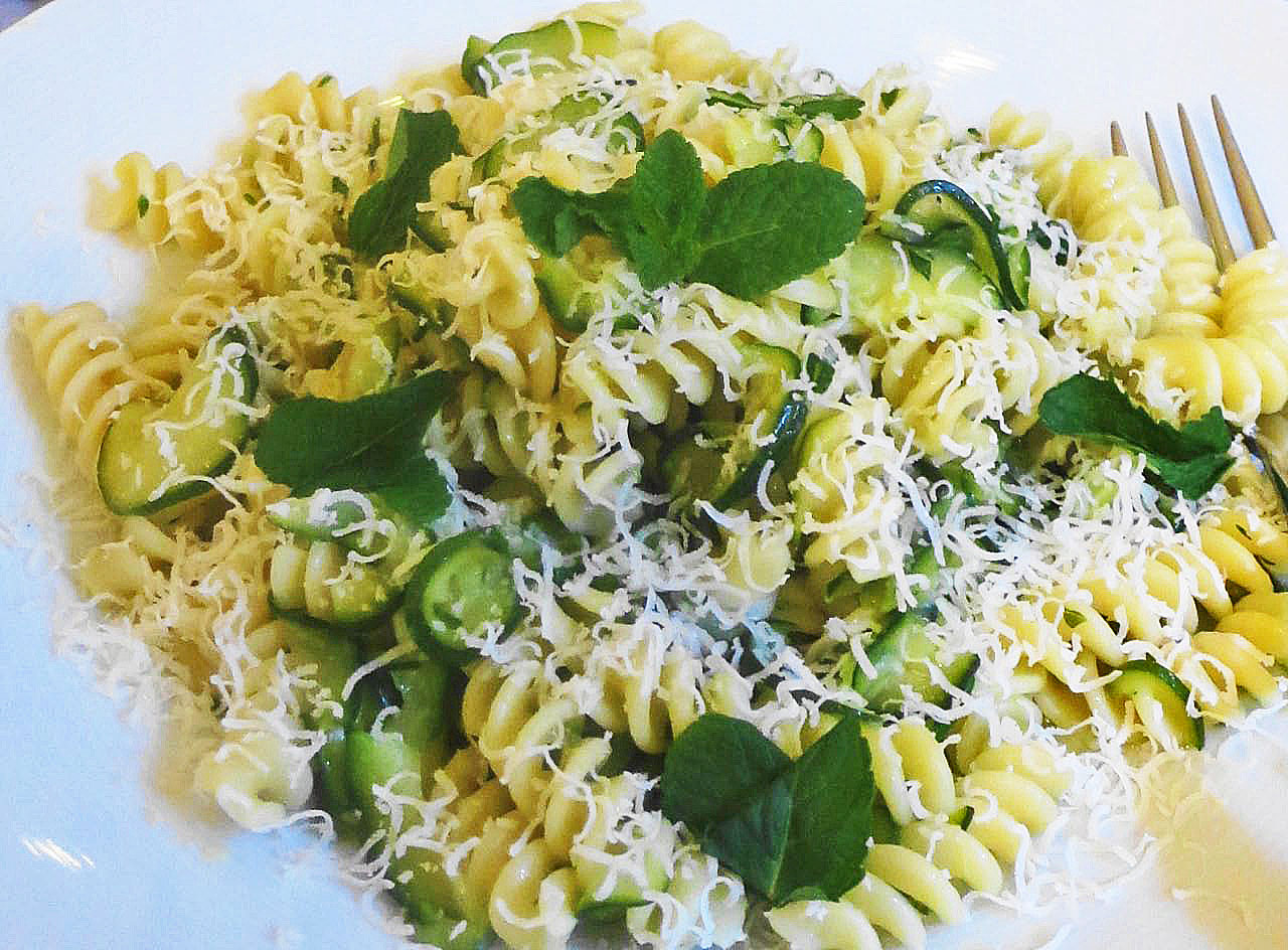 Fusilli with courgettes and mint