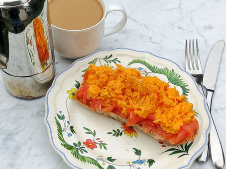 Scrambled eggs with smoked salmon on sourdough toast