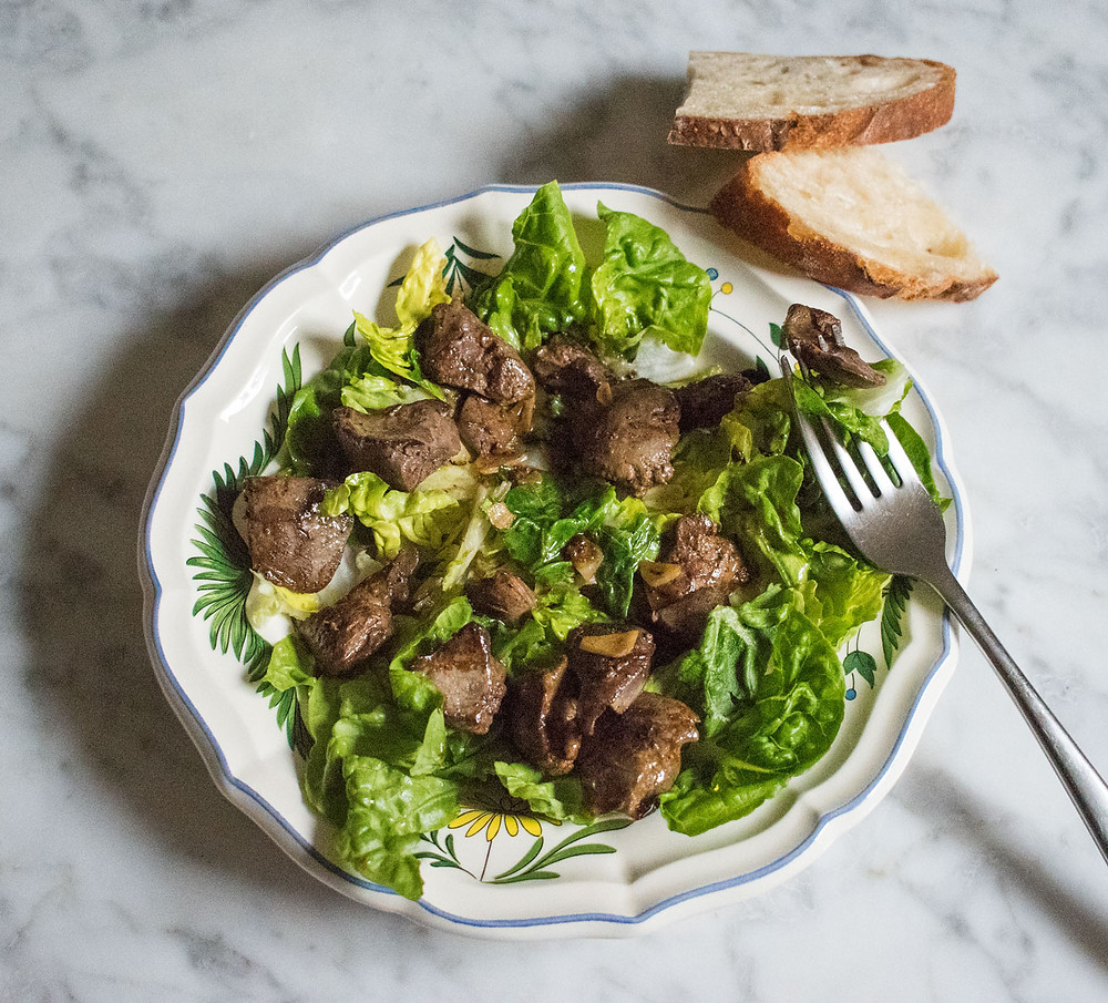 Warm salad with chicken livers, garlic and sherry vinegar